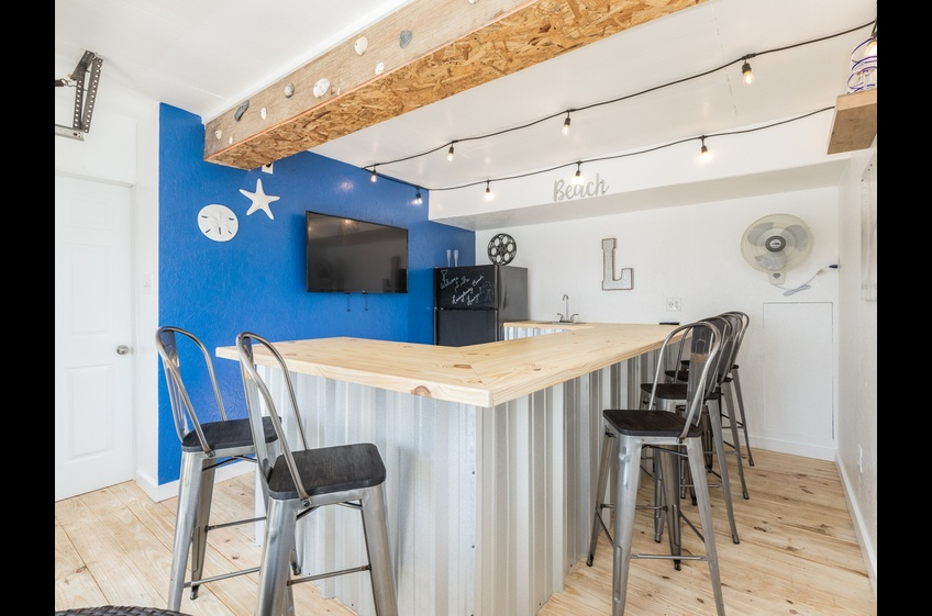 DV Project: Ocean Blue - Garage Lounge